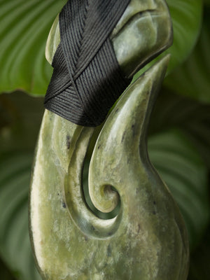 Sculptural Matau Extra Large Kawakawa Raukaraka Pounamu New Zealand Greenstone