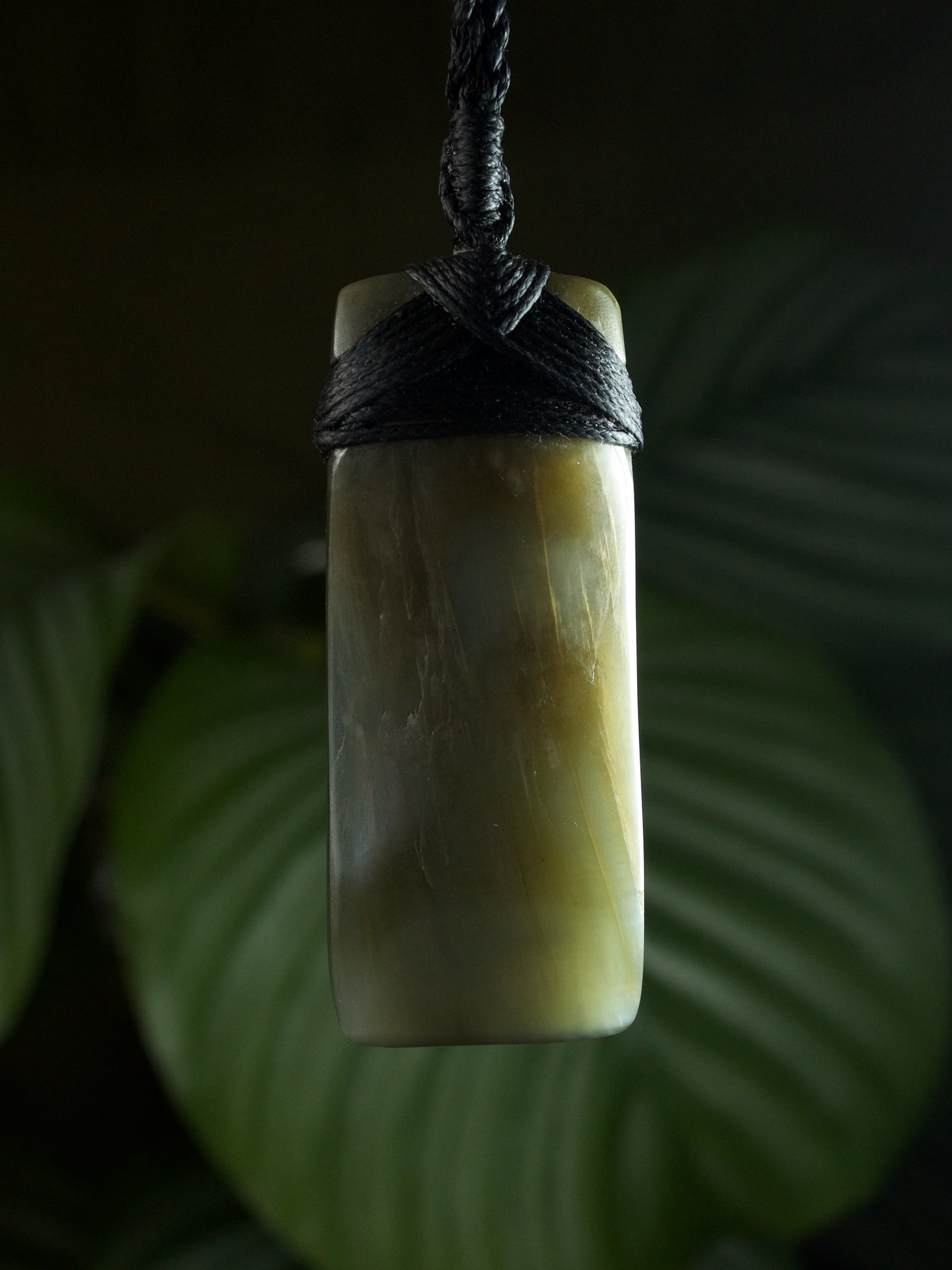 Hei Toki Blade Medium Inanga Pounamu New Zealand Greenstone Pendant