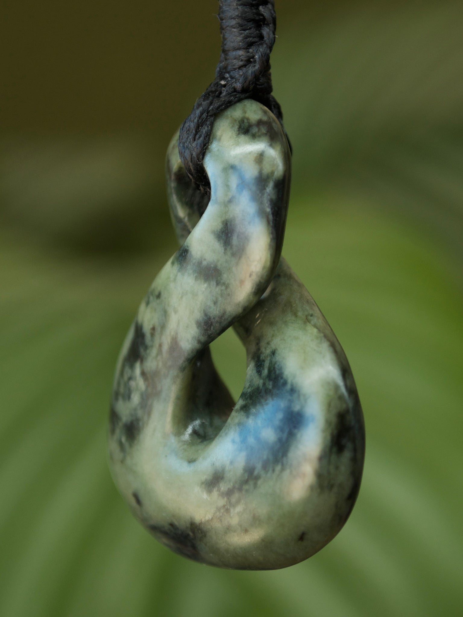 Pikorua/Twist Medium  Kahotea Pounamu New Zealand Greenstone Pendant