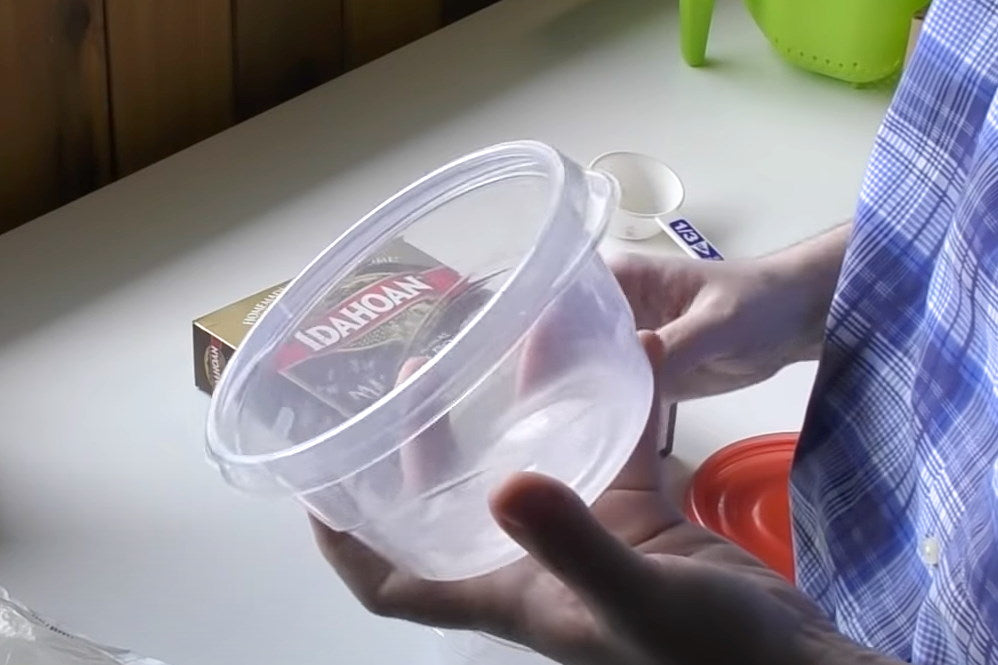 Step 1 plastic container for microworms