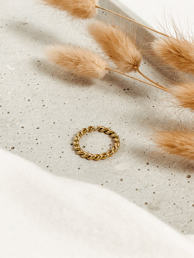 Jean and Jil Ring Alma Gold