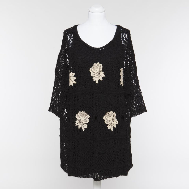 Black Lace Dress with Cream Flowers T3S4JC