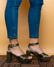 Load image into Gallery viewer, Pimkie cross strap heeled sandals Green