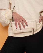 Load image into Gallery viewer, STEVE MADDEN Clutch Biege