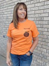 Load image into Gallery viewer, Hey Pumpkin Pocket Tee