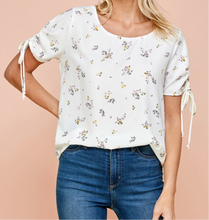 Load image into Gallery viewer, Floral Ruched Top