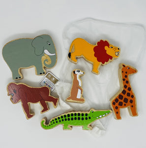 Jungle Vibes T Shirt 12-18 Months and Wooden Animals Bundle