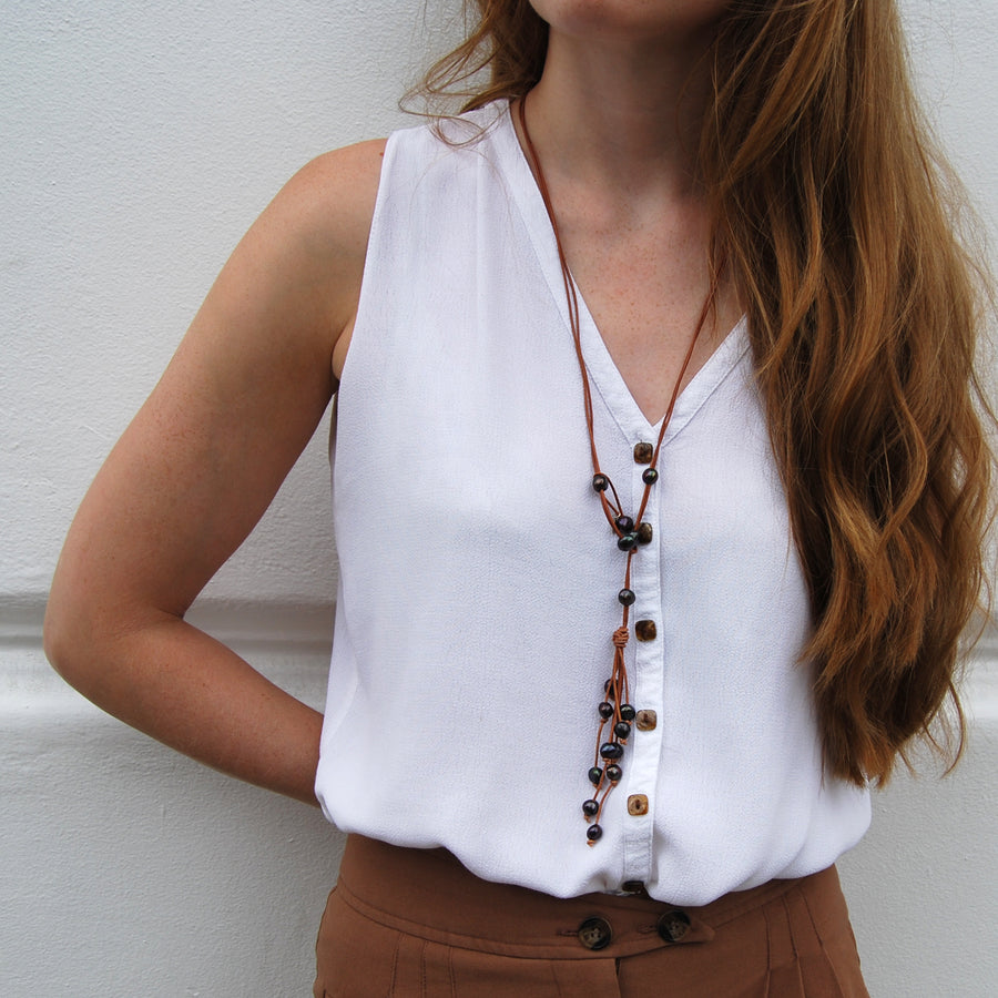 Freshwater Pearl and Leather Lariat in Nude