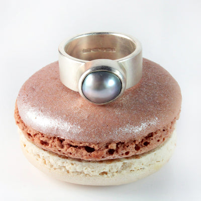 Silver Biwa Pearl Ring in Grey