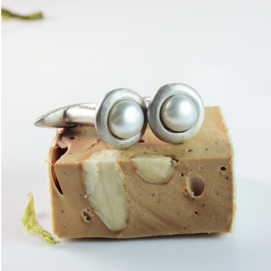 Single Pearl Cufflinks in White