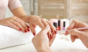 The Difference between Gel Nails and Gel Polish