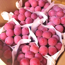 Load image into Gallery viewer, YAMANASHI QUEEN NEENA GRAPE - SO.Fruits | Singapore's Premium Fruits Delivery