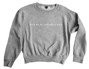 "Sudadera ""This is not a cheap sweatshirt (ésta es mi sudadera cara)"" (gris con blanco)."