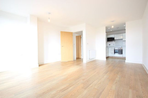 2 Bed Flat For Sale, Meadow Court, London E16