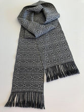 Load image into Gallery viewer, Wool scarf (grey and white)