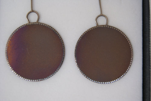 Meander round drop earrings