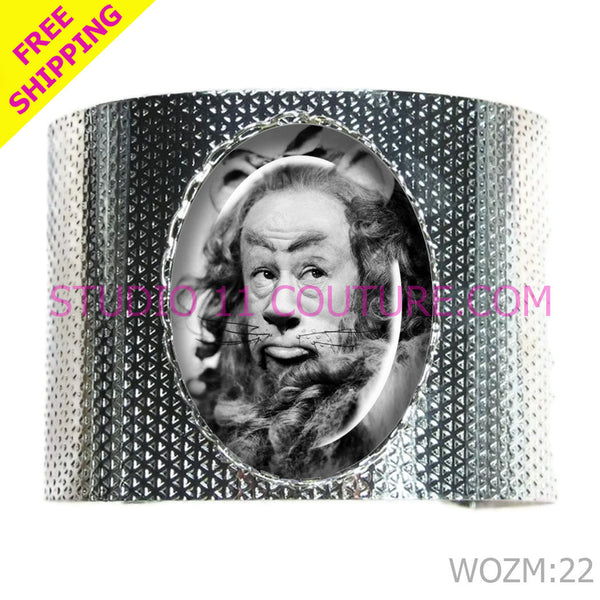 FREE SHIPPING Wizard of Oz Cowardly Lion Steampunk Metal Bracelet Cuff with Glass Cameo.  Silver WOZM:22