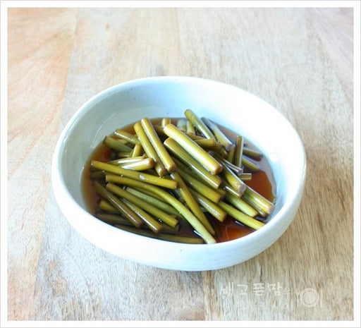 [Sky Chan] Stalk of a garlic Pickle in Soy sauce 300g (Sky 마늘쫑 장아찌 300g)