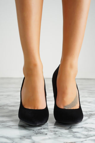 Lyla Velvet Pumps - Black