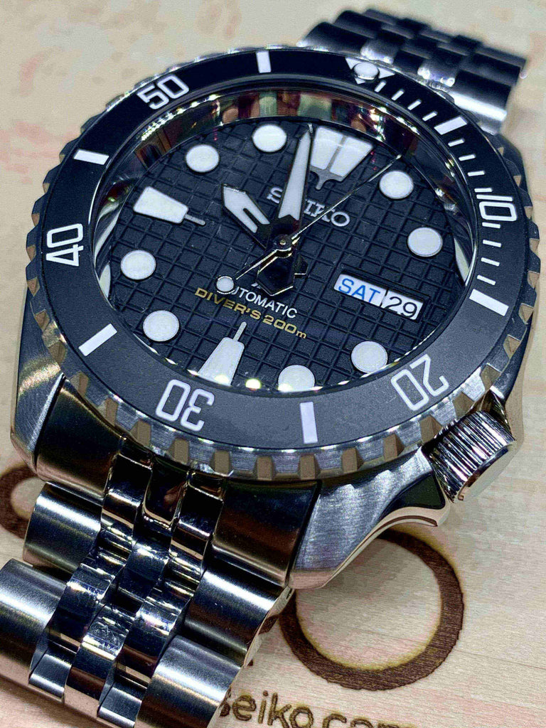 Watch SKX007 Hobnail Matte Black LX Submariner nextseiko.com