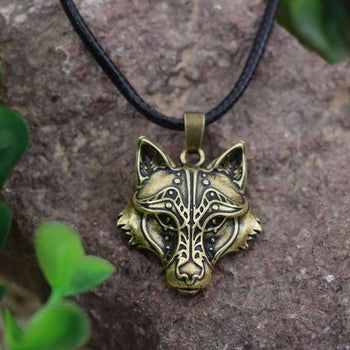 vintage wolf pendant necklace