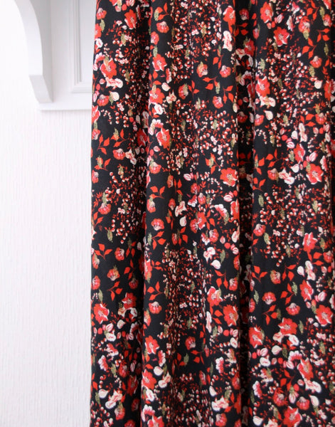 Black lurex viscose with small red flowers - €27/m