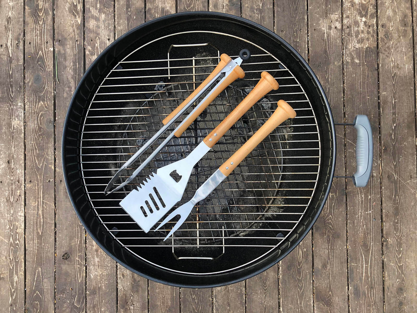 Baseball BBQ grill tools set made with wood baseball bat handles, available with custom personalization. Perfect gift for baseball fans.