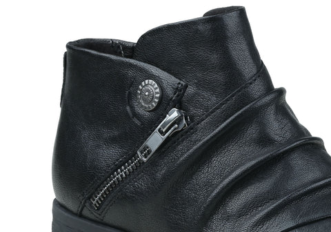 ed942192fd45 Earth Ronan Womens Comfortable Flat Soft Leather Ankle Boots