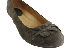 Earth Teaberry Womens Suede Wedge Shoes