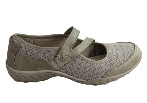 Skechers Womens Breathe Easy In Good Spirits Memory Foam Shoes