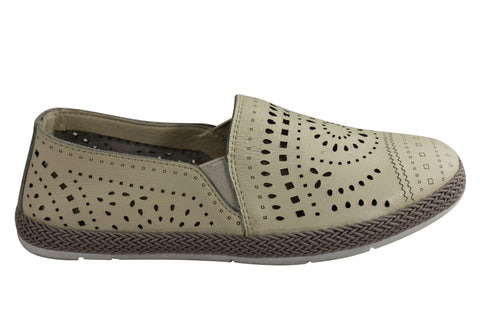 CC Resorts Rikki Womens Comfortable Leather Casual Flats