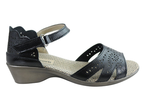 CC Resorts Lisa Womens Comfortable Leather Sandals