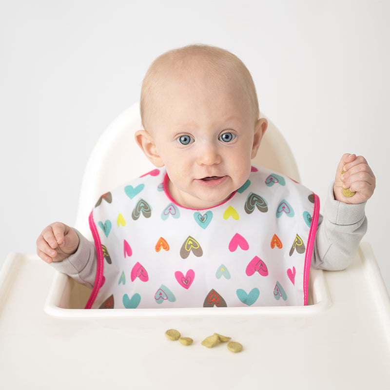 Baby in Cleanbib | Hearts