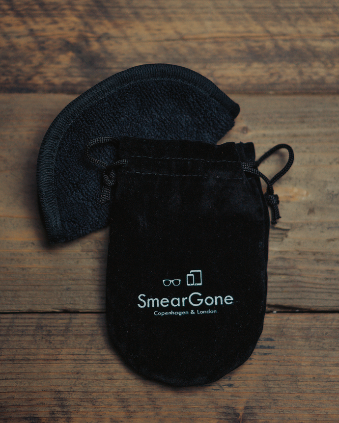 SmearGone Microfiber Cleaning Cloth & Pouch