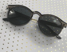 Load image into Gallery viewer, Lovely Sunglasses With Case