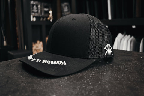 Kingsmen Freedom | Retro trucker cap - White on Black