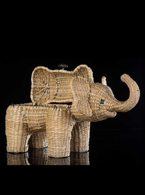 Mexican folk art elephant box made of straw, hand woven . box open