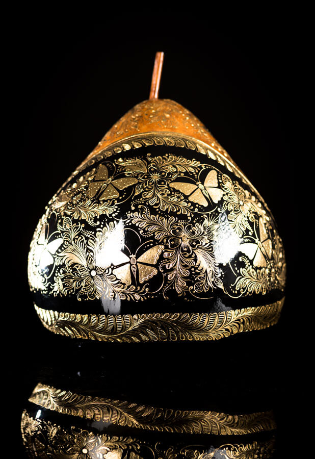 Gold Outlined lacquered gourd by Mario Agustin Gaspar
