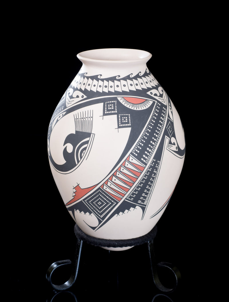 Mata Ortiz ceramic pot from Chihuahua Mexico
