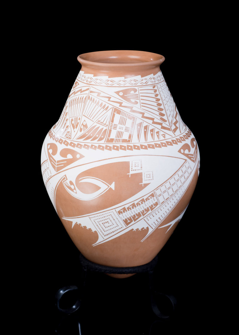 Clay pot Mata Ortiz Pottery from Chihuahua Mexico