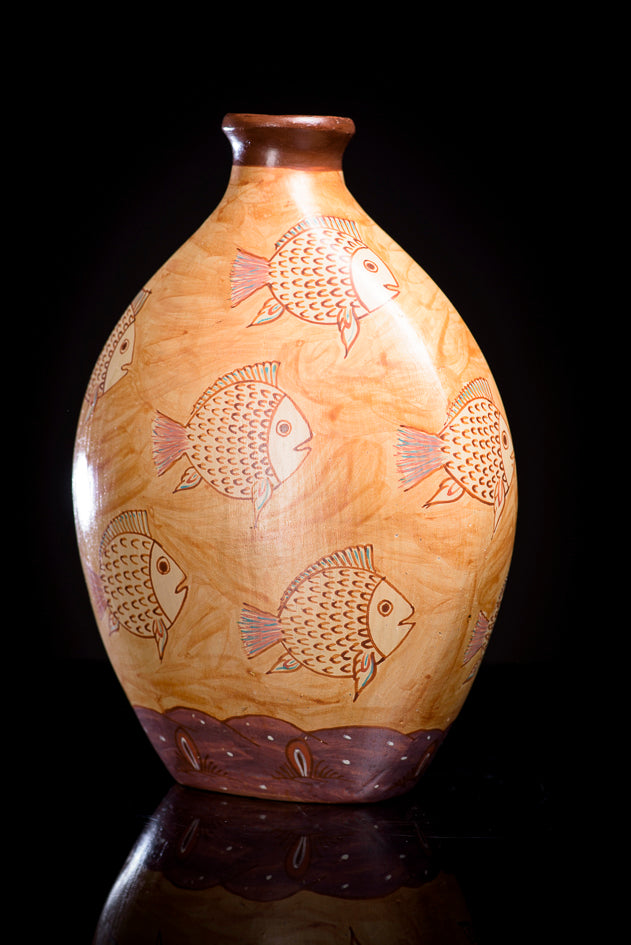 Burnished-clay-canelo-vase-with-fish-from-Jalisco-Mexico