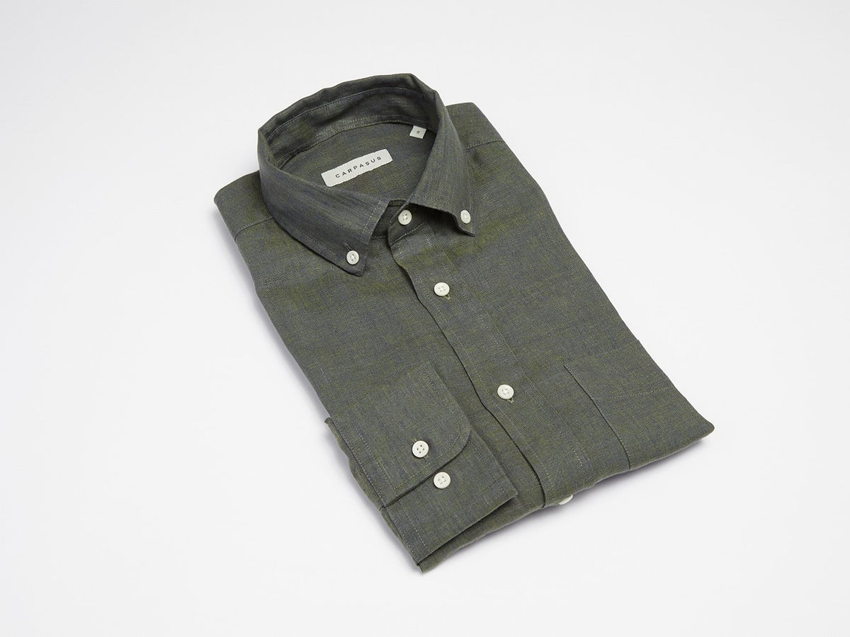 carpasus sustainable organic linen shirt single color moss. Nachhaltiges Carpasus Hemd aus Bio Leinen in Moss