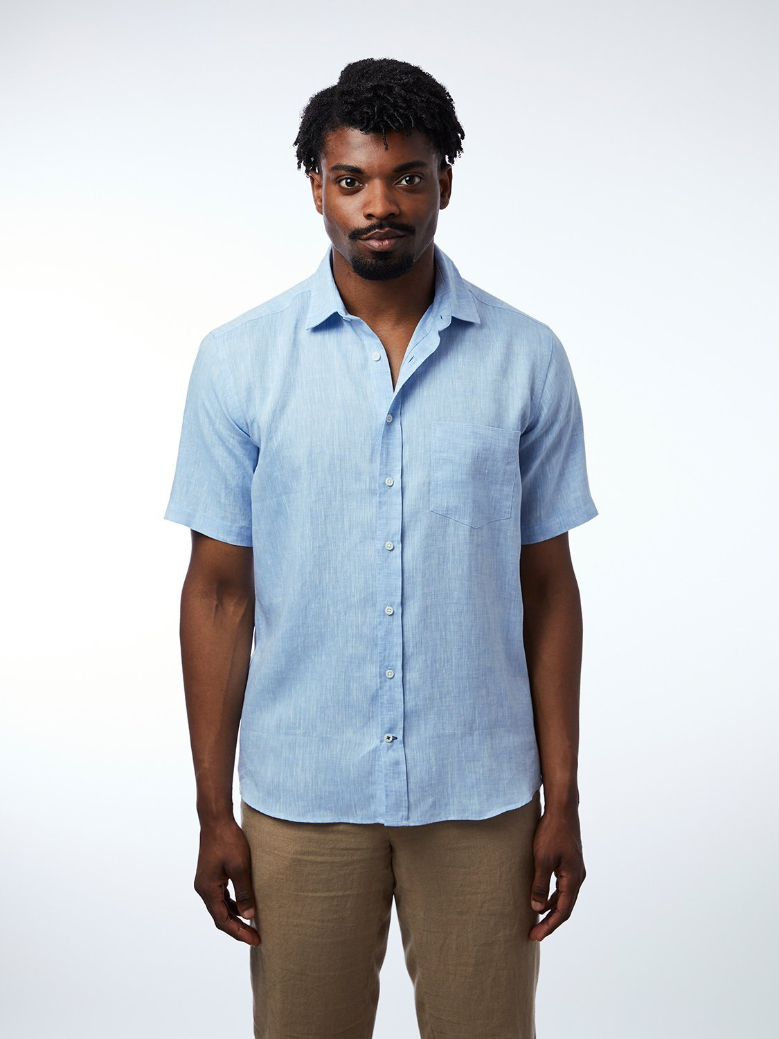 carpasus sustainable organic linen short sleeve shirt lightblue. Nachhaltiges Carpasus Hemd Kurzarm aus Bio Leinen in Hellblau