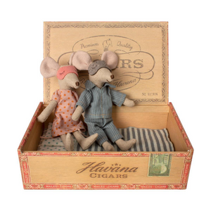 Maileg mom and dad mice in cigar box