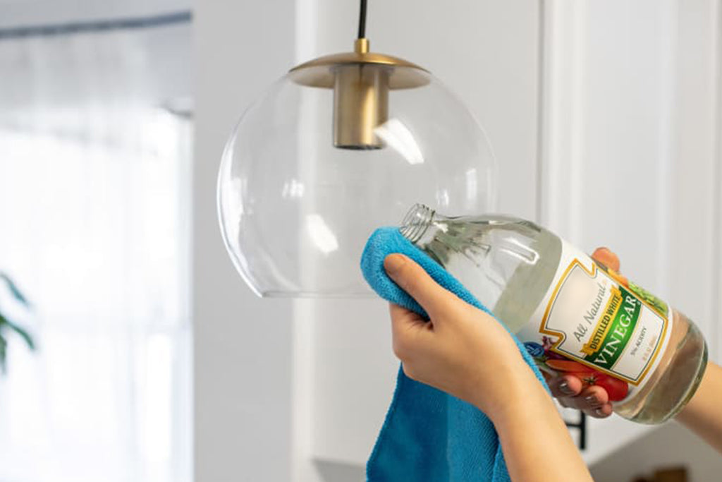 Hack#2: Use White Vinegar to Clean Glass