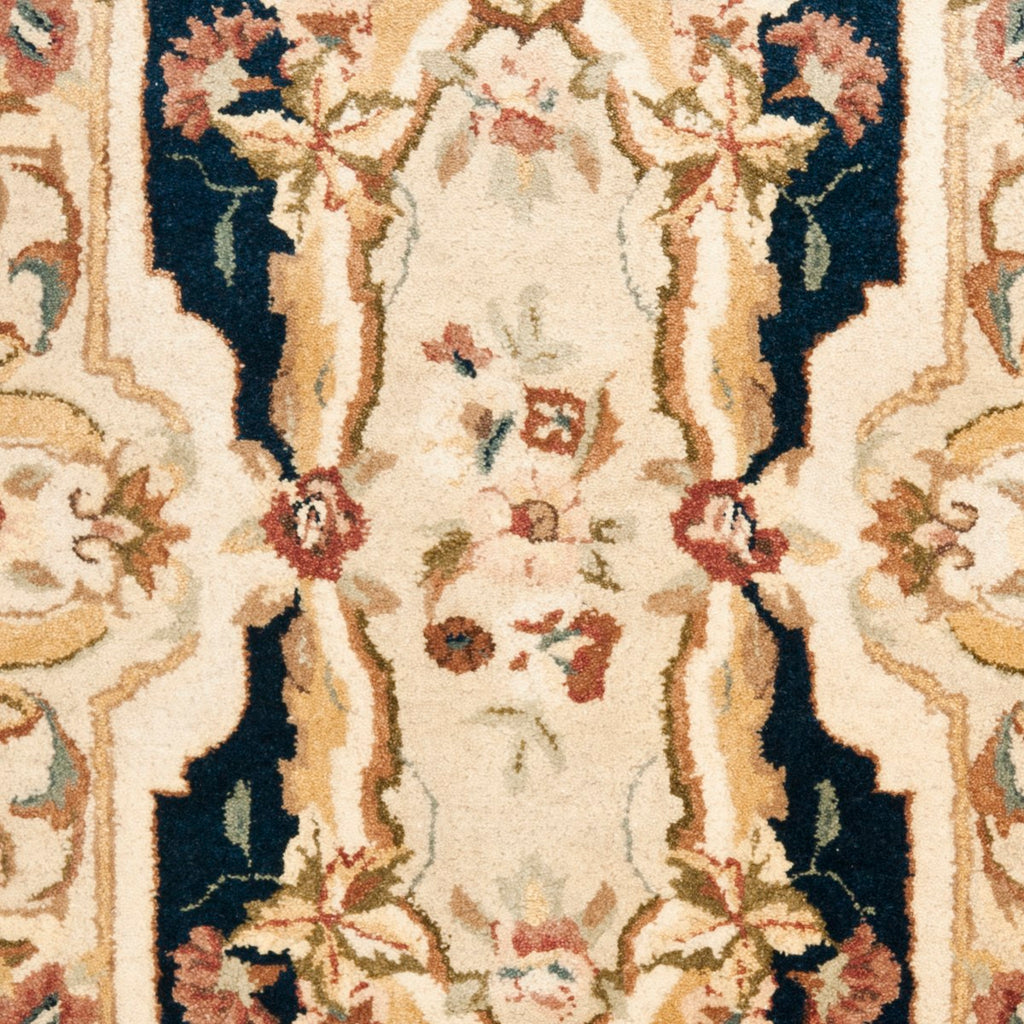 Safavieh Empire EM824 Hand Tufted Rug