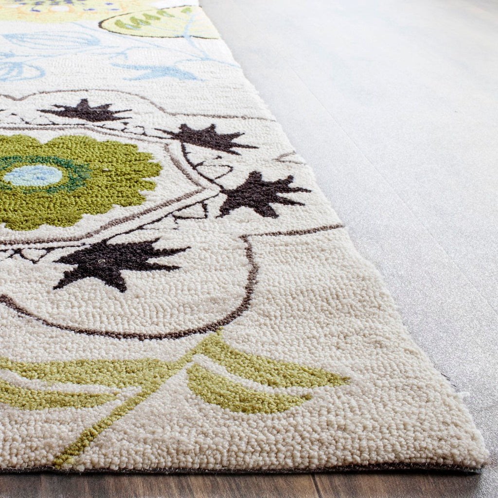 Safavieh Four FRS472 Hand Hooked Rug