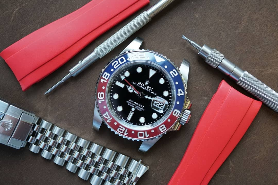 changing a rolex bracelet to a rubber strap with tools