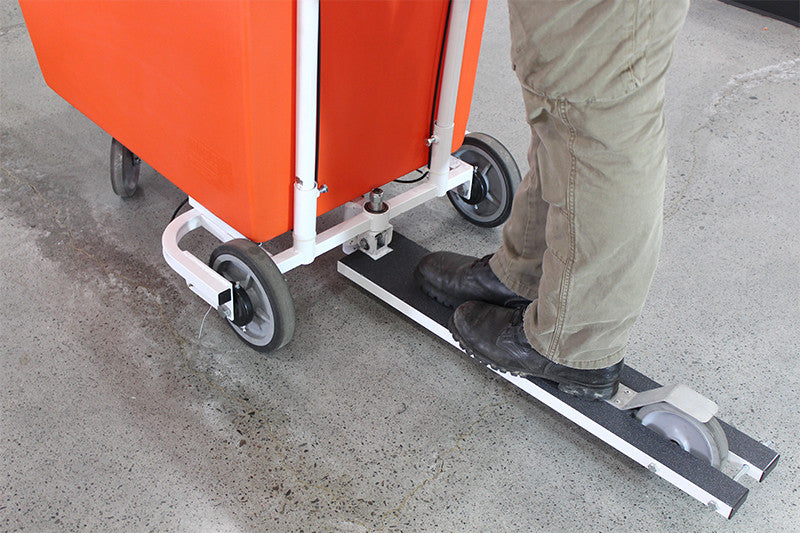 Extra wide foot platform with grip tape