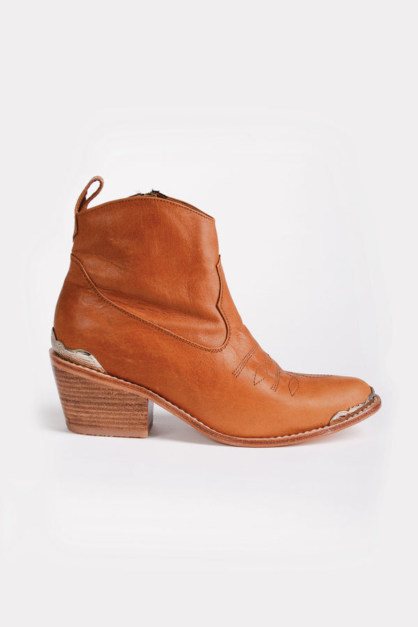 I AM RAQUEL The Californian Boot in Tan